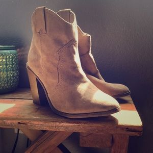 Like new target booties size 8.5